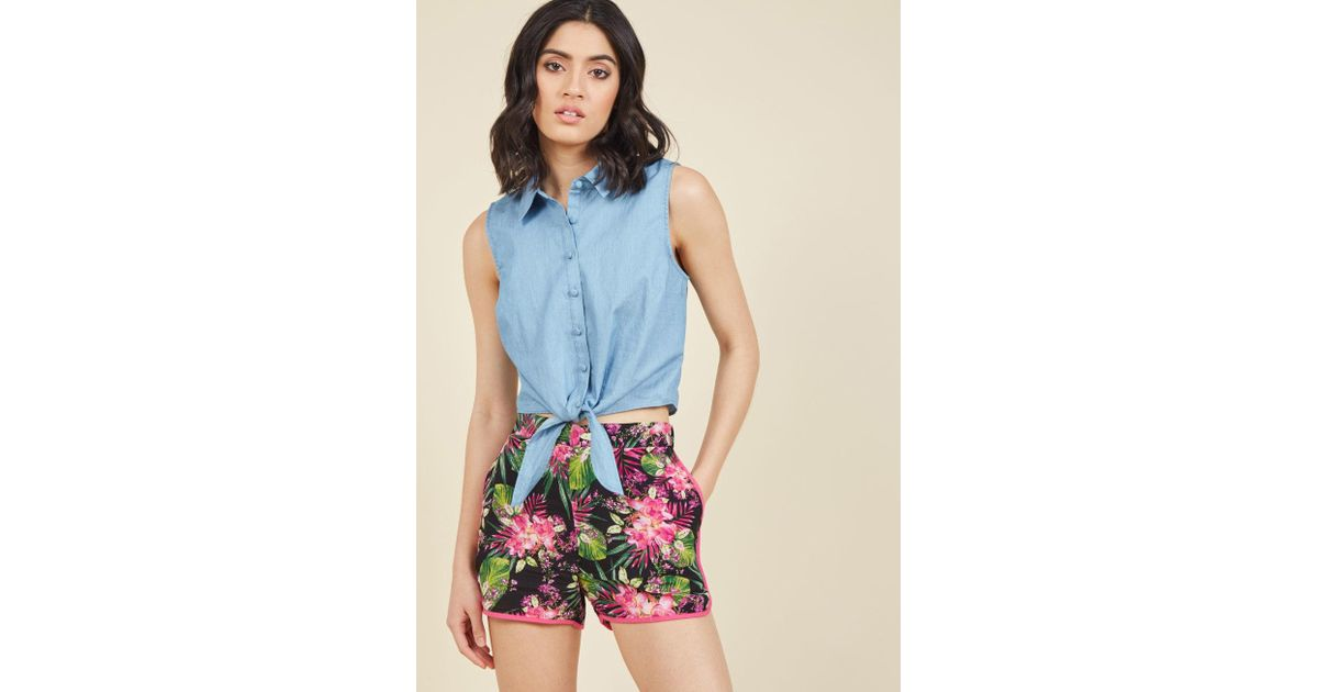 bc69c8a0ecc Lyst - ModCloth Crafters Conference Shorts In Tropical in Black