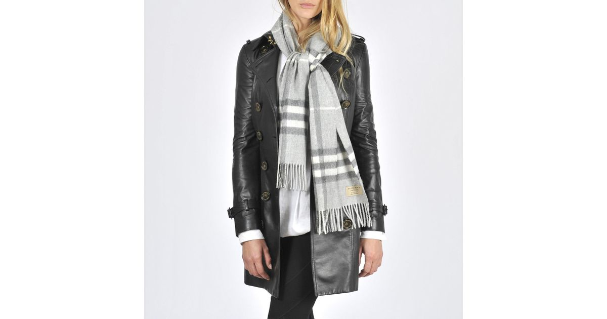 Burberry Giant Icon Check Cashmere Scarf 168x30cm in Natural - Lyst a441caf2fc6aa