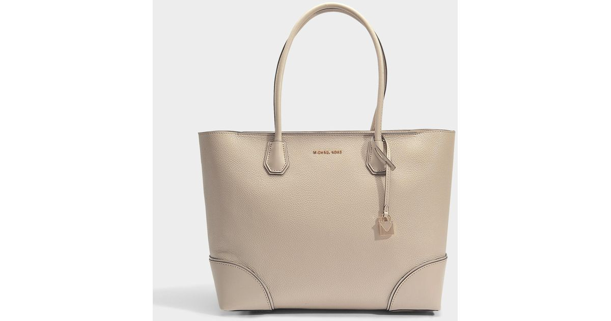 73a897ada0 Lyst - MICHAEL Michael Kors Large Mercer Gallery East-west Top Zip Tote In  Cream Grained Leather
