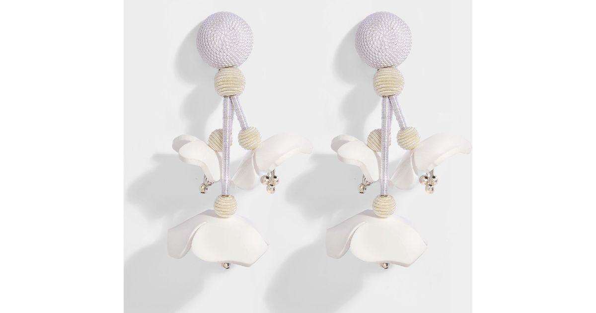 Oscar De La Renta Falling Flower Clip Earrings in White Synthetic l4JEQ