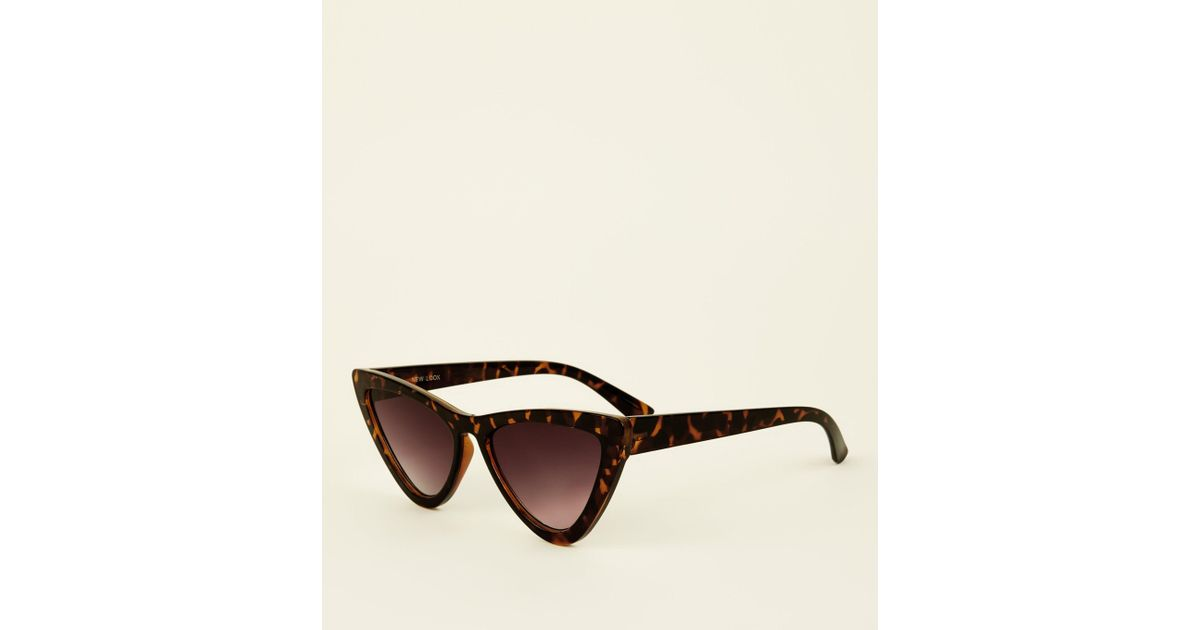 cb91b0d5932 New Look Dark Brown Tortoiseshell Print Cat Eye Sunglasses in Brown - Lyst