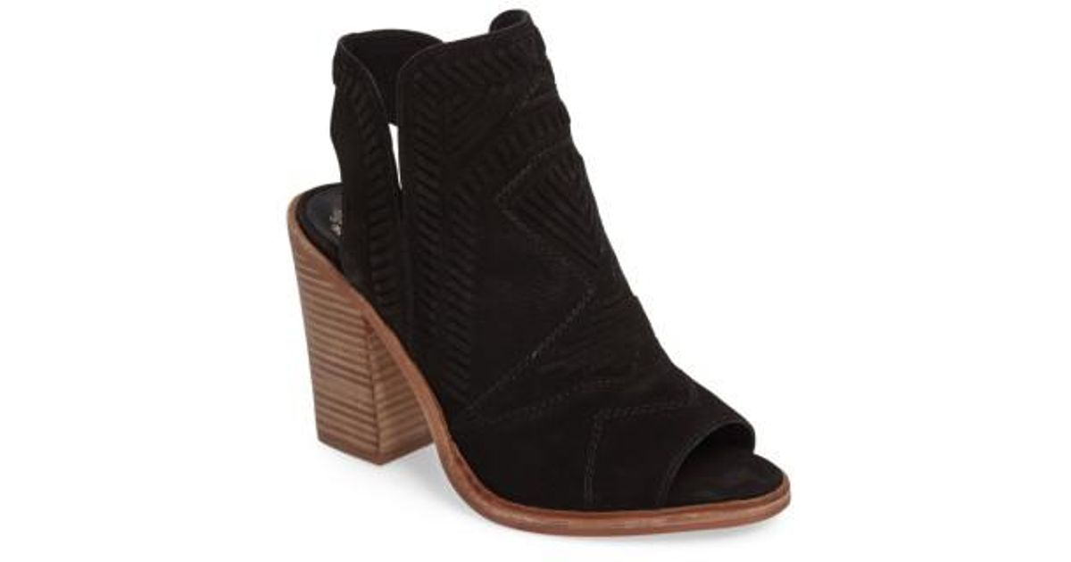 eae773e73e8 Lyst - Vince Camuto Karinta Block Heel Bootie in Black