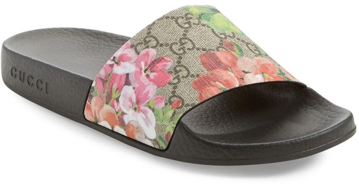 dc13a832f6d8a Lyst - Gucci Blooms Supreme Canvas Slides in Pink