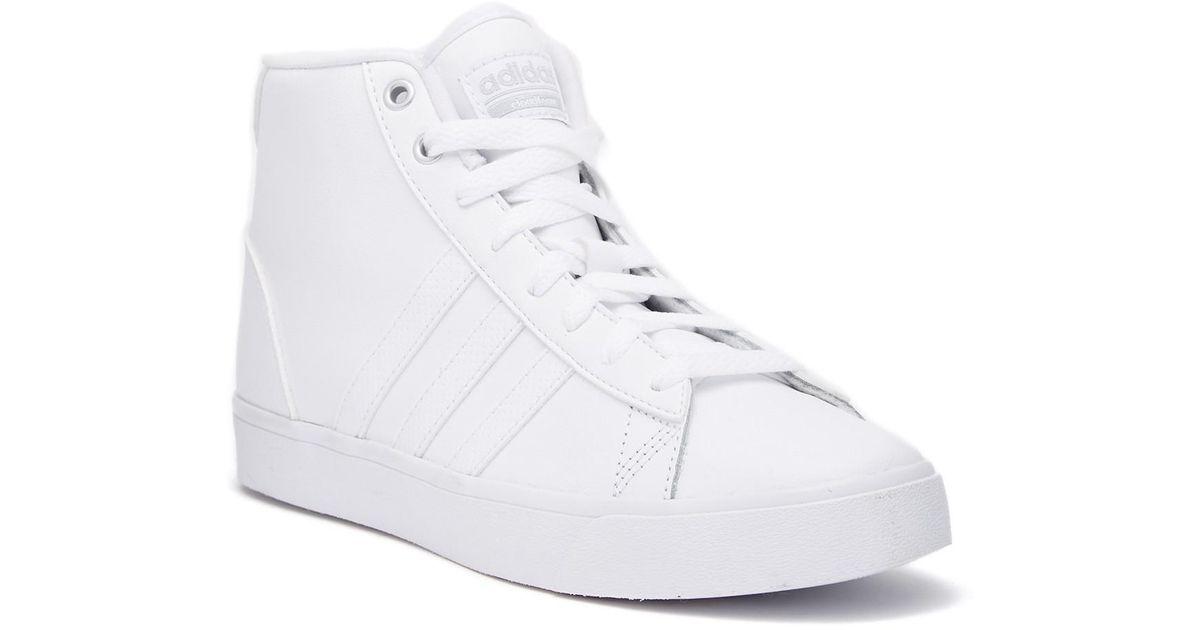 lyst adidas cloudfoam qt meta giornaliera di scarpe da ginnastica in bianco.
