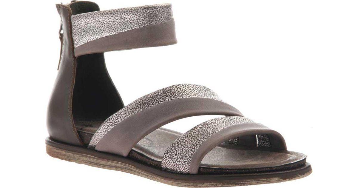 OTBT Souvenir Flat Sandal (Women's) G4lHbgwoQz