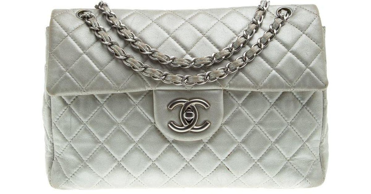 9a183838c2b6 Chanel Grey Quilted Iridescent Leather Maxi Classic Single Flap Bag in Gray  - Lyst