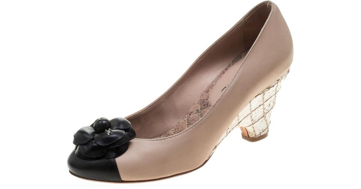 4752da84fb07 Chanel  black Leather Camellia Cork Wedge Pumps in Natural - Lyst