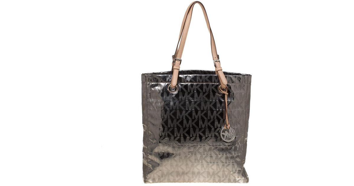 53fa618269f52f MICHAEL Michael Kors Silver Signature Patent Leather Jet Set North South  Tote in Metallic - Lyst