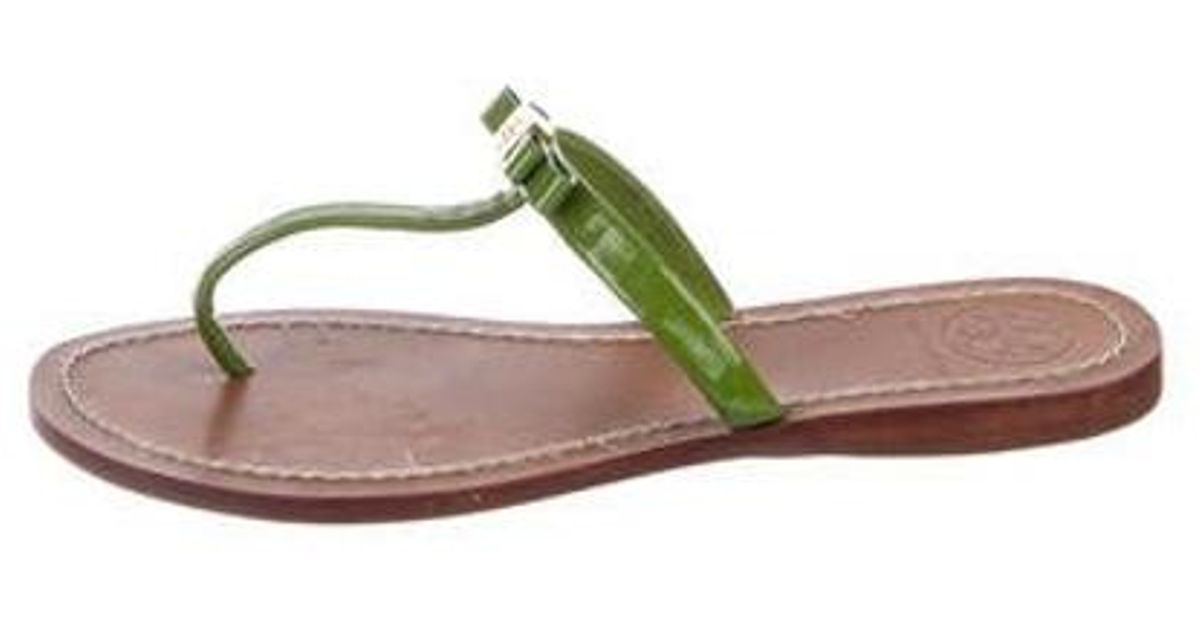 ad8c0b582b01e2 Lyst - Tory Burch Patent Leather Thong Slide Sandals in Green