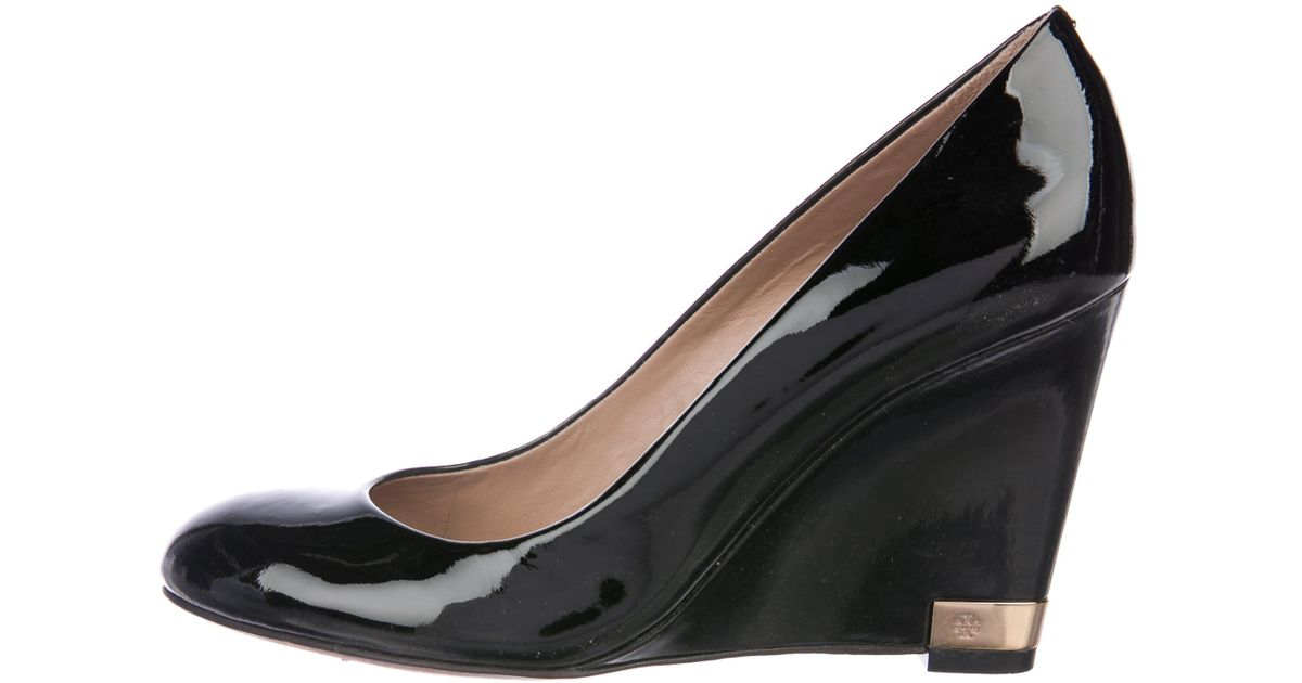 f2c51018d7a35 Lyst - Tory Burch Patent Leather Wedge Pumps in Black