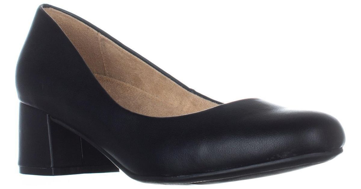 02413700439a Lyst - Naturalizer Donelle Kitten Heel Classic Pumps in Black