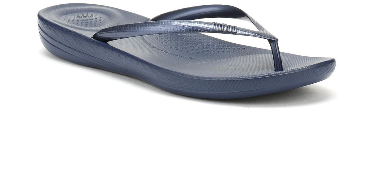 b7e5c773d5300 Lyst - Fitflop Womens Midnight Navy Iqushion Ergonomic Flip Flops in Blue