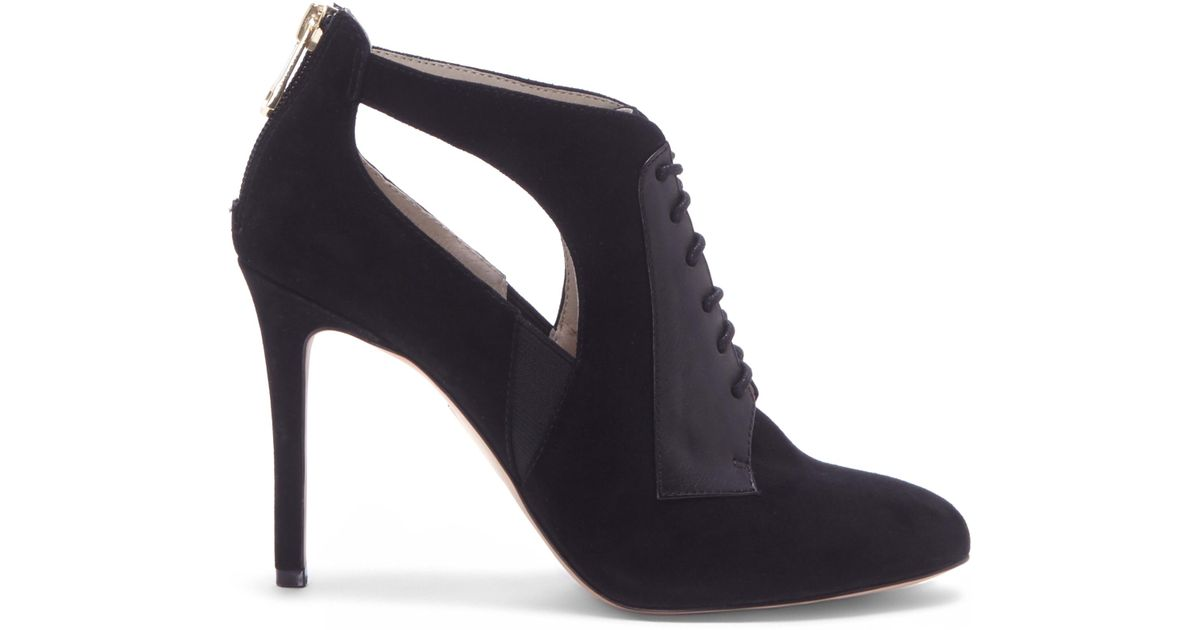 a3baecac9e Lyst - Vince Camuto Louise Et Cie Ionia – Laced Bootie in Black