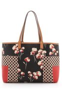 Tory Burch Kerrington Shopper Halland T Field Flowers - Lyst