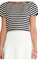 Alice + Olivia Connelly Striped Crop Top - Lyst