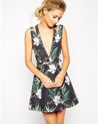 Stylestalker Catch A Wave Tropical Print Dress With Plunge Neck - Lyst
