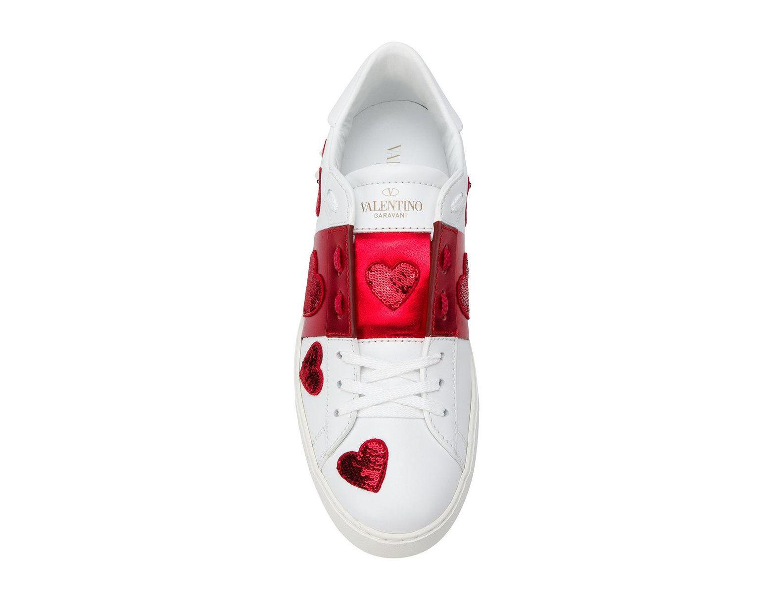 5e6cab978aee7 Valentino Garavani Heart Sneakers in White - Lyst