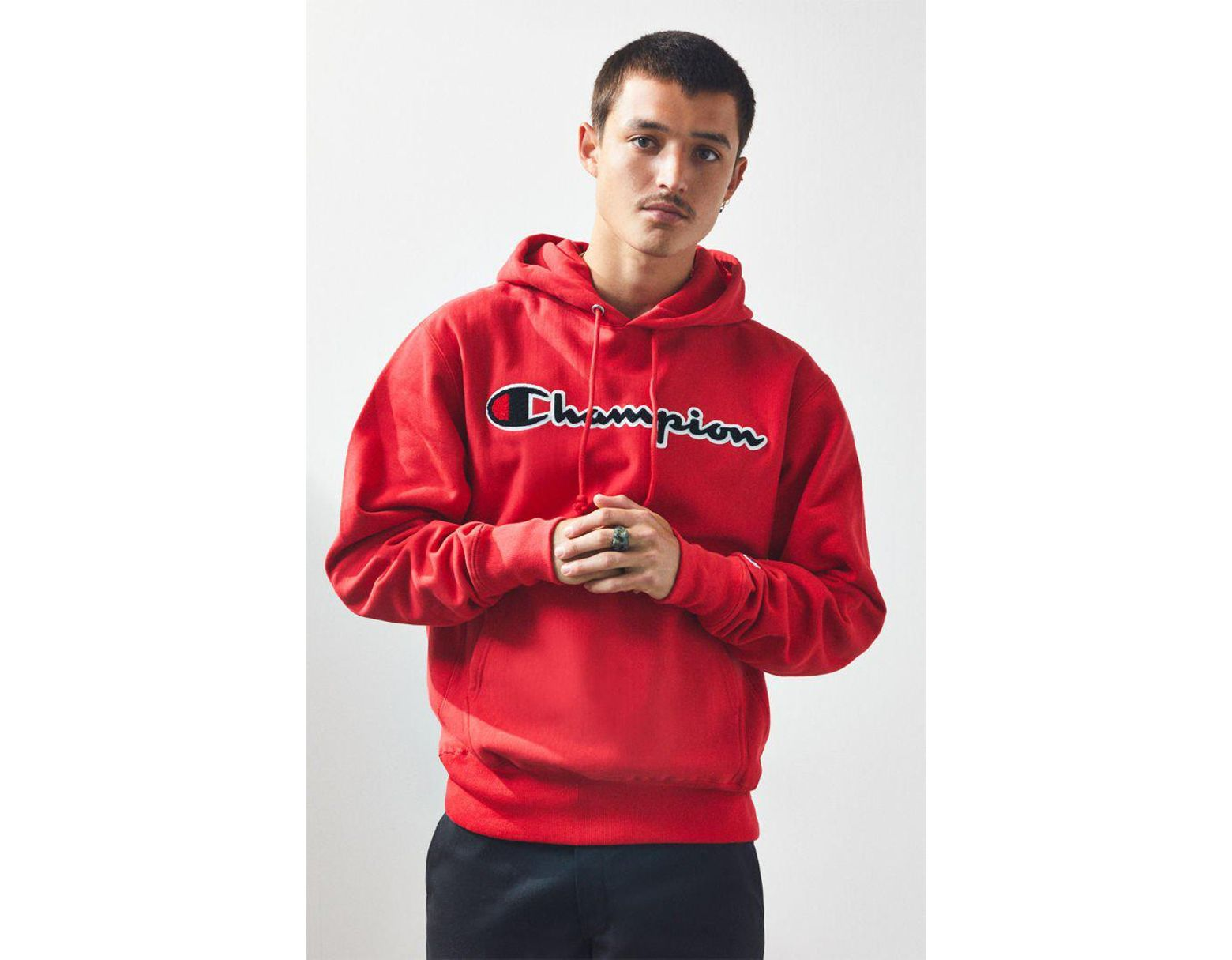 05bb55a0 Champion Reverse Weave Chenille Script Pullover Hoodie in Red for Men - Lyst