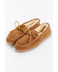 Minnetonka - Brown Sheepskin Hardsole Moccasin for Men - Lyst