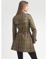 Burberry Brit - Green Short Check Trenchcoat - Lyst
