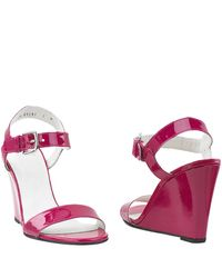 Stuart Weitzman - Purple Strut - Pink Patent Leather Wedge Sandal - Lyst