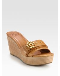 89d810e87f5e Lyst - Tory Burch Elina Pebbled Leather Logo Wedge Sandals in Brown