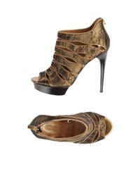 Elie Tahari | Gold Platform Sandals | Lyst