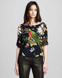 Alice + Olivia | Black Alice Olivia Jaimee Parrot-print Rolled-sleeve Top | Lyst