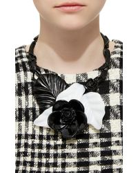 Oscar de la Renta | Black And White Resin Flower Necklace | Lyst