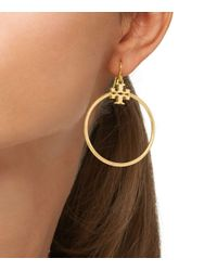 Tory Burch - Metallic Stacked-T Logo Hoop Earring - Lyst