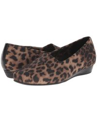 Vionic - Brown Treat Powell Low Wedge - Lyst