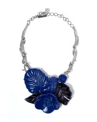 Oscar de la Renta | Blue Navy And Black Resin Flower Bib Necklace | Lyst