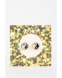 Urban Outfitters - Metallic Yinyang Gift Card Earring - Lyst