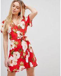 2bce9edfe95 Robe cache-cœur à grosses fleurs Girls On Film en coloris Rouge - Lyst