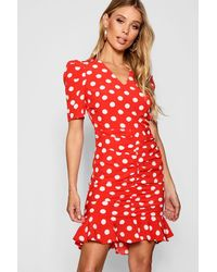 52c2548f4d Boohoo Polka Dot Ruched Front Woven Tea Dress in Red - Lyst