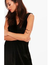 Boohoo - Metallic Paige Engraved Detail Arm Cuff - Lyst