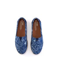 TOMS | Blue Batik Tropical Palms Women's Avalon Slip-ons | Lyst