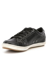 Taos Footwear Freedom Leather Studded Sneakers hgtNmQx5V6
