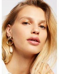 Free People - Metallic Pearl Drop Front Hoops - Lyst