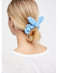 Free People - Blue Knotted Velvet Scrunchie - Lyst