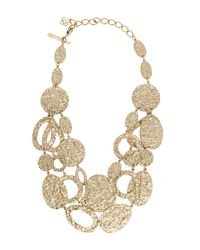 Oscar de la Renta | Metallic Gold-plated Hammered Disc Necklace | Lyst