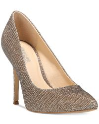 Carlos By Carlos Santana | Metallic Posy Pumps | Lyst