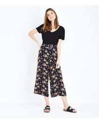 New Look Black Floral Side Stripe Cropped Wide Leg Trousers