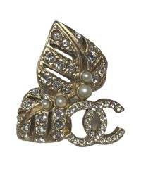 Chanel - Metallic Leaves And Cc Stud Earrings In Matt Gilded Metal, Rhinestones And Pearls - Lyst