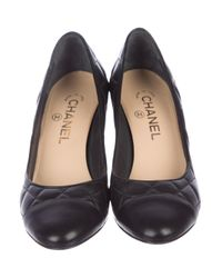 Chanel - Black Cc Quilted Leather Pumps - Lyst