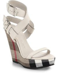 Burberry Goldfinch Check-Wedge Sandals beige - Lyst