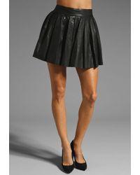 Alice + Olivia Box Pleat Leather Skirt black - Lyst