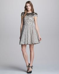 Alice + Olivia Aubree Beadtop Lace Dress - Lyst