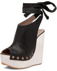 Chloé Wrap Around Wedge in Black - Lyst