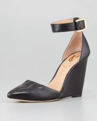 Vc Signature - Solanna Pointytoe Anklestrap Wedge Black - Lyst